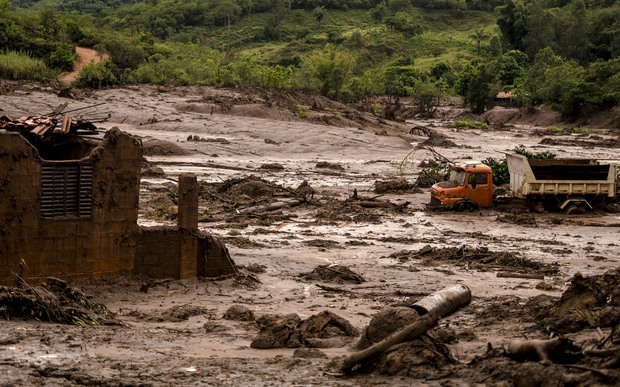 Town evacuated amid fears over Brazil dam
