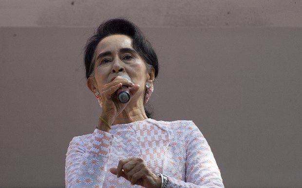 NLD leader Aung San Suu Kyi speaks to supporters in Yangon on 9 November 2015.