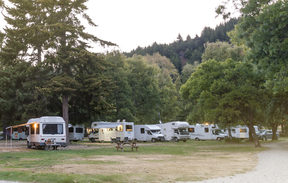 Motorhome campers at Lake Hawea Holiday Park, South Island.
