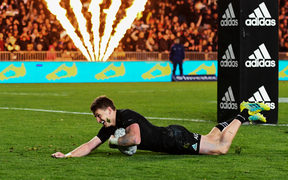 All Blacks Beauden Barrett scores a try.