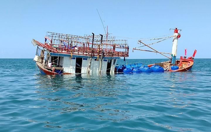 Boat of asylum seekers runs aground in crocodile-infested waters in Australia