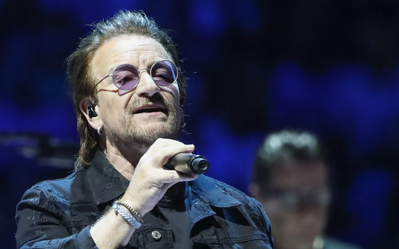 "Bono of the Irish rock band U2 performs during the ""Experience + Innocence"" tour at the United Center in Chicago on May 23, 2018. / AFP PHOTO / Kamil Krzaczynski"