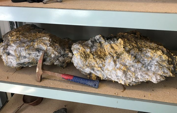 Australian miners have found 95kg specimen stone (containing an estimated 2440 ounces) and a 63kg specimen stone (containing estimated 1620 ounces) from the Beta Hunt mine.