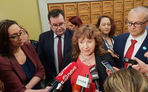 Clare Curran at Parliament on 11 September told media she had assured the prime minister she would archive emails from her Gmail account.