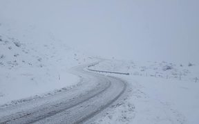 Several cars have been reportedly stranded at the top of the Crown Ranges in Queenstown after heavy snowfall.