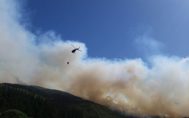 Nine helicopters were fighting the forest fire in the Waikakaho Valley by air on Wednesday.