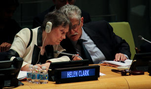 The President of the United Nations General Assembly, Mogens Lykketoft, having a word with Helen Clark during questioning.