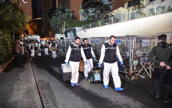 Turkish forensic police officers leave after gathering evidence at the Saudi Arabian consulate in Istanbul early on October 18