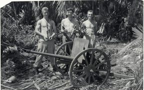 New Zealand soldiers Lepine, Gower and Finlayson with a Japanese mountain gun