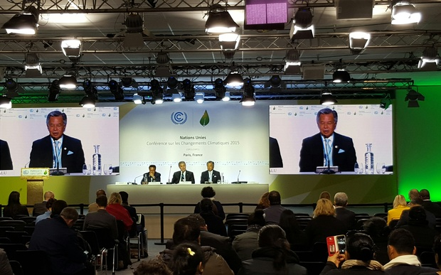 Pacific Island leaders of Tuvalu, Palau and Cook Islands hold press conference at COP21.