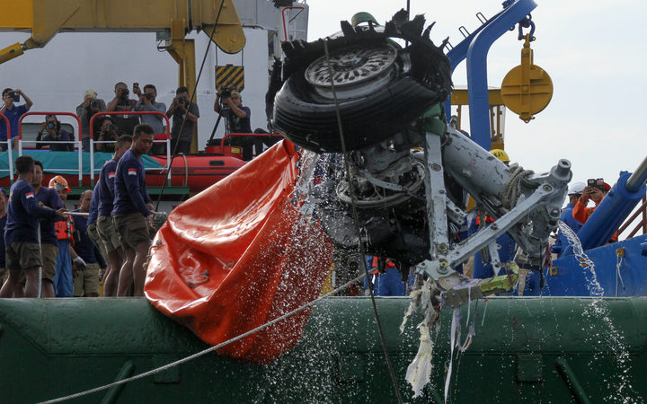 An Indonesian rescue team lift a pair tires from the ill-fated Lion Air flight JT 610 off Karawang in the Java Se