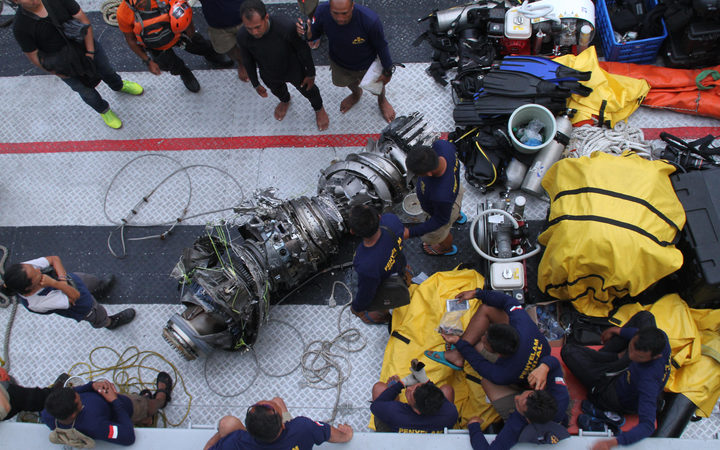 Lion Air crash: Searchers lose 'ping' from cockpit voice recorder