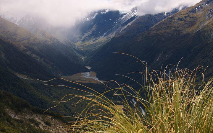 Retaining valley west, install aspiring national park.