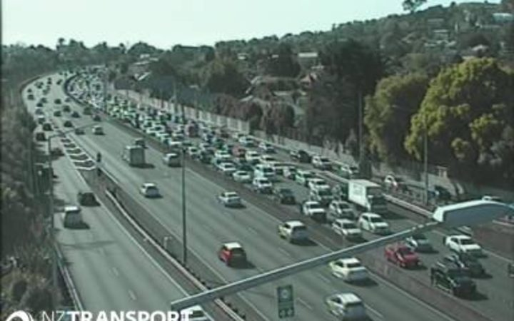 Picture of the Southern Motorway from NZTA's traffic camera at Greenlane.