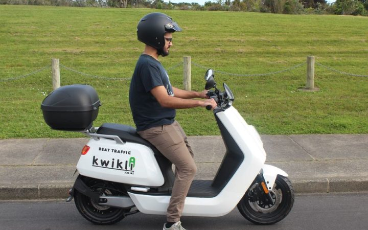 Electric scooter rider collides with truck in Auckland | RNZ