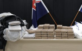 Police and Customs have seized 190kg of cocaine found in a container of bananas.