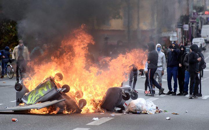 'Yellow Vests' Seek More Protests Despite Paris Suspending Fuel Tax Hike