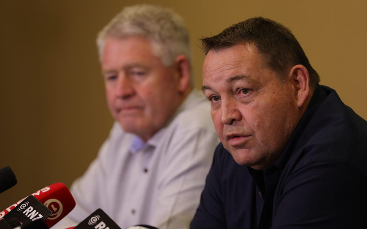 All Blacks coach Steve Hansen has announced he will step down as the team's coach after the 2019 Rugby World Cup.