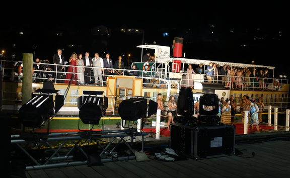 Paddle steamer 'Waimarie' hosted New Zealand opera stars by Whanganui river.