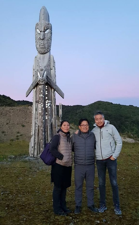 Dhamey Tenzing Norgay (centre) and Norbu Tenzing (right), sons of Nepal's most famous Sherpa Tenzing Norgay visit Mt Hikurangi.