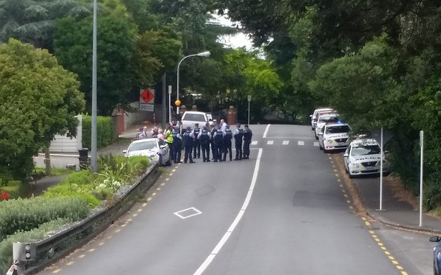 Police presence on Shore Rd, Remuera