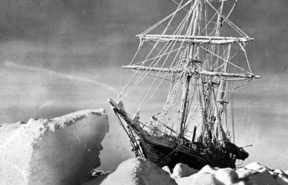 "Antarctic expedition of Ernest Shackleton (1874-1922), British sailor and explorer. The boat ""Endurance"" in the ice of the Weddell Sea. October 1915. RV-67601© Collection Roger-Viollet / Roger-Viollet"