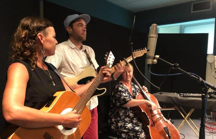 Holly Ewens and Andy Hummel (aka Rosy Tin Teaaddy) with cellist Janet Holborow in the RNZ studio