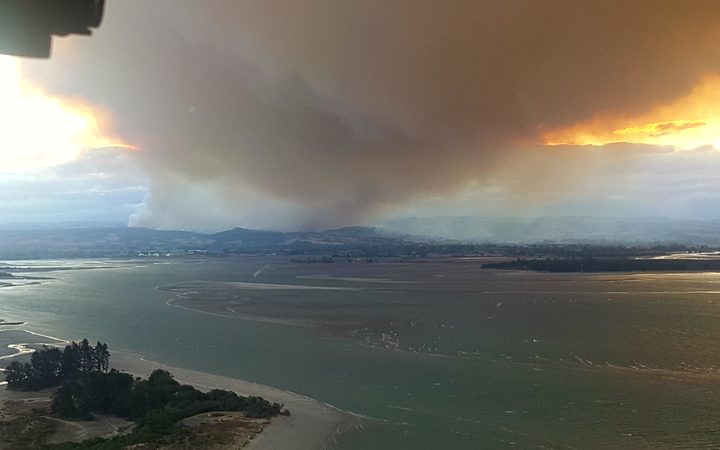Smoke from the Tasman forest fire, on approach to Nelson from the flight deck of an Air NZ plane.