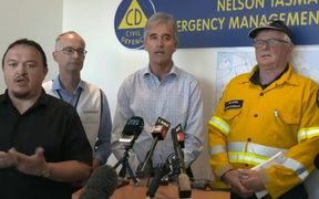 Tasman Mayor Richard Kempthorne (middle) giving an update on the fire with Civil Defence Controller Roger Ball (second from left) and Fire and Emergency.