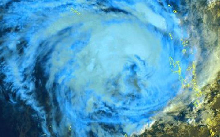 Cyclone Oma makes it way towards southeast Queensland