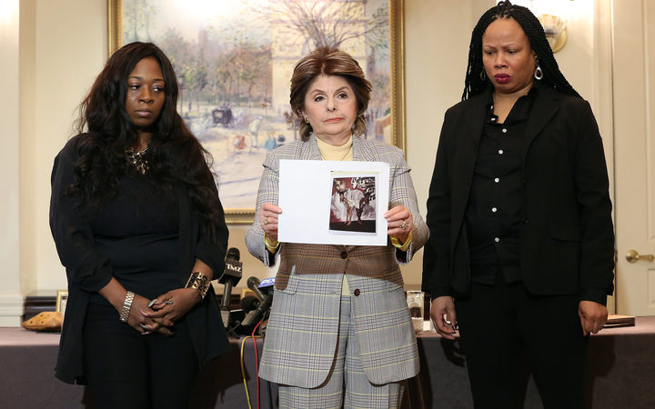 (L-R) Rochelle Washington, attorney Gloria Allred and Latresa Scaff display photos taken on the night they are discussing at the press conference as two new accusers of R. Kelly misconduct come forward