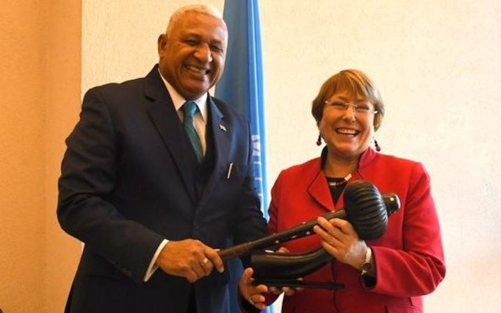 Frank Bainimarama presents a gift to the High Commissioner for Human Rights, Michelle Bachelet.