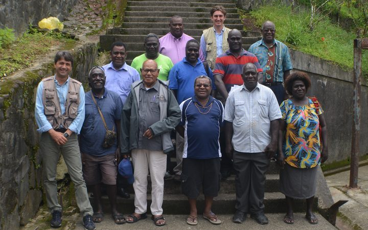 Bougainville referendum roadshow meets with Me'ekamui. This group includes President John Momis and the UN Resident Co-ordinator, Gianluca Rampolla