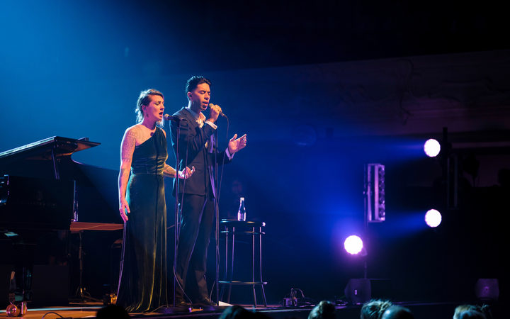 Teeks and Hollie Smith performing at Auckland's Town Hall