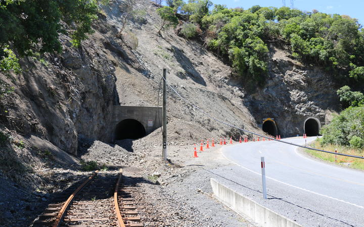 A slip over a train tunnel south of Kaikoura. Taken 18 January 2017.