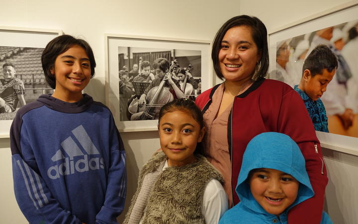 Juel Ranfurly-Faafia (L) his Mum Rhyanne Ranfurly (R) and his young brother and sister.
