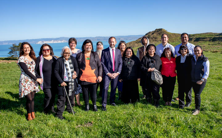 Members of the Matuaokore Ahuwhenua Trust with Minister of Māori Development Nanaia Mahuta and Minister of Justice Andrew Little in Tamarau, Gisborne.