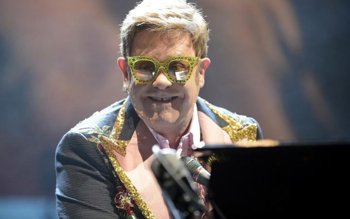 Elton John performs live on stage during the 'Farewell Yellow Brick Road'-Tour at the Tui Arena on May 22, 2019 in Hanover, Germany. | Verwendung weltweit