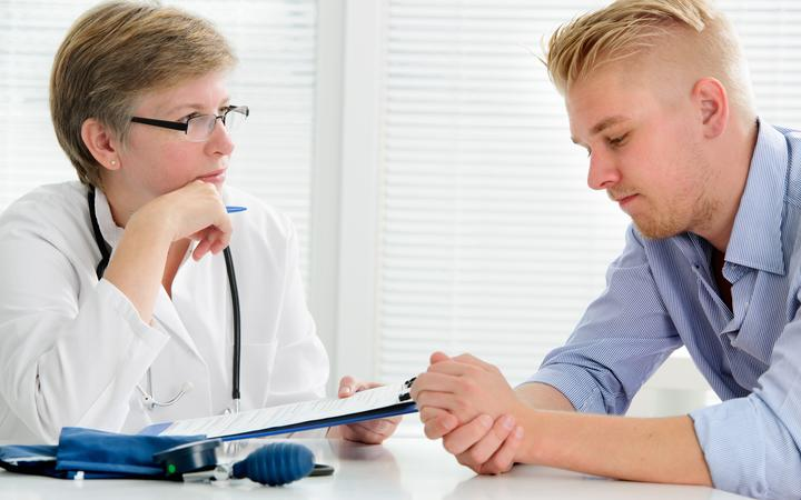 21647914 - doctor talking to her male patient at office