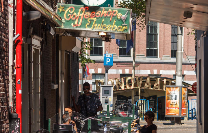 A view down Regulierssteeg as seen from the Amstel with sign for Spaghetti Web and Coffee Shop, The Saint.