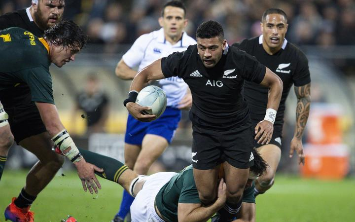 Barrett sticks with All Blacks through to 2022