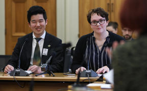 Youth MPs Shine Wu (left) and Lily Lewis (right) brief the Economic Development, Science and Innovation Select Committee on their report from Youth Parliament 2019.