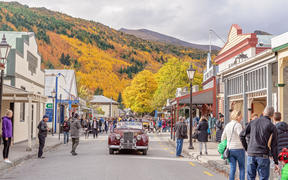 Tourists flock to Arrowtown for the Akura Arrowtown Autumn Festival 19th to 25th April 2018.