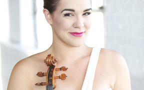 Virtuoso violist Jennifer Stumm