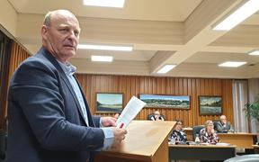 Stephen Pattinson tells the Upper Hutt Council its flood modeling is wrong.