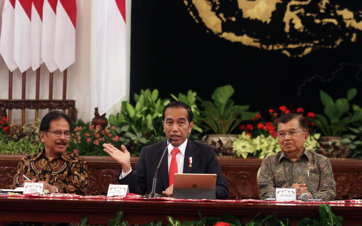 Indonesian President Joko Widodo (C) at the press conference announcing the move of Indonesia's capital.