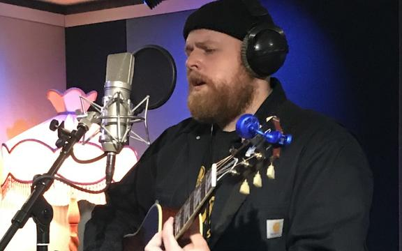Tom Walker performing