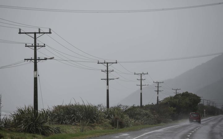 Kiwis shopping around for power companies
