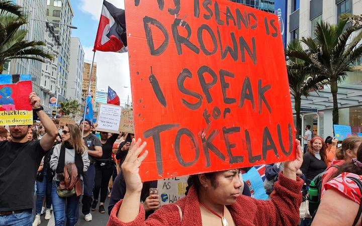 A Tokelaun woman brings her climate message to the Auckland rally.
