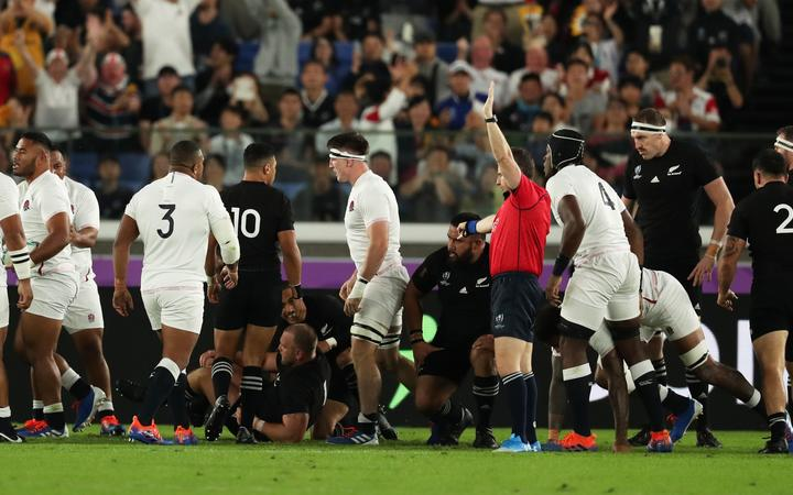 England's players react after Manu Tuilagi's first try during the first half of the Semi-Finals in the 2019 Rugby World Cup Japan against New Zealand at International Stadium Yokohama in Yokohama, Kanagawa Prefecture on Oct. 26, 2019. ( The Yomiuri Shimbun )